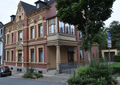 Attraktive und komplett renovierte Altbauwohnung
