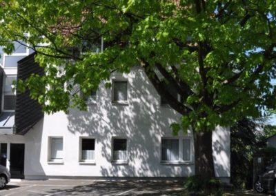Straßenansicht | Teilmöblierte kleine Wohnung in attraktiver Lage