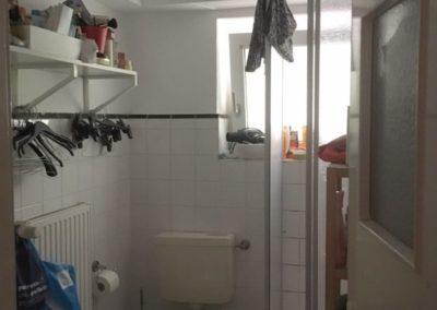 Tageslichtbad mit Dusche | Teilmöblierte kleine Wohnung in attraktiver Lage