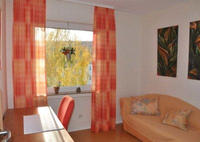 Arbeitszimmer von komplett eingerichteter Wohnung in Herdecke-Westende