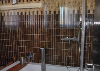 Dusche mit Komforteinstieg von komplett eingerichteter Wohnung in Herdecke-Westende
