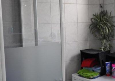 Dusche von gemütlicher Wohnung mit Terrasse und Balkon in Gevelsberg