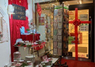 Weihnachtlich geschmückter Eingang von Ladenlokal in TOP-Lage in Herdecke